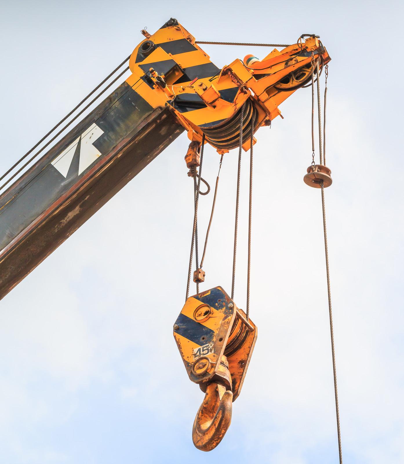 Industrial rigging crane